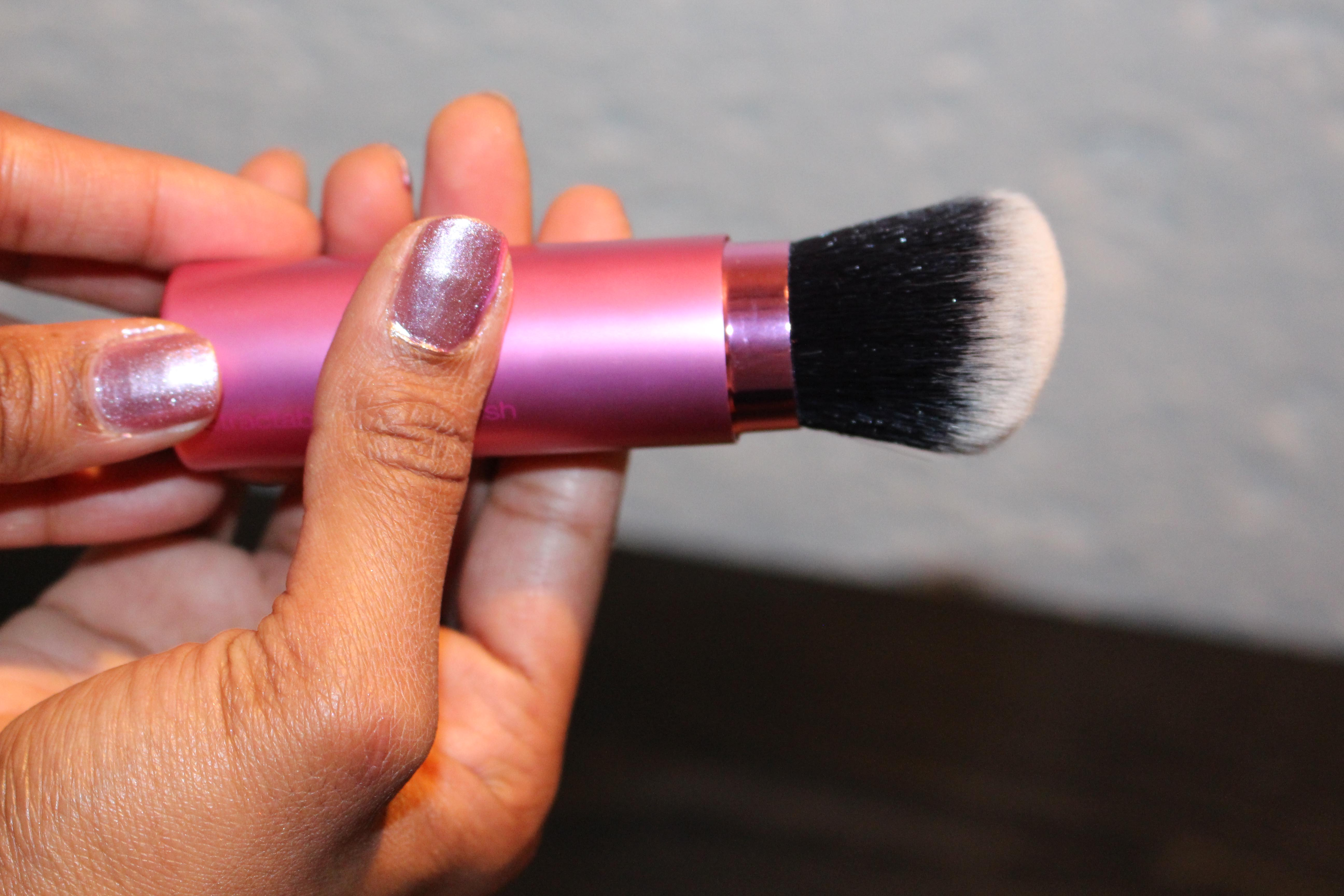 The  Real Techniques Retractable Kabuki Brush holds its shape firmly at any density level.