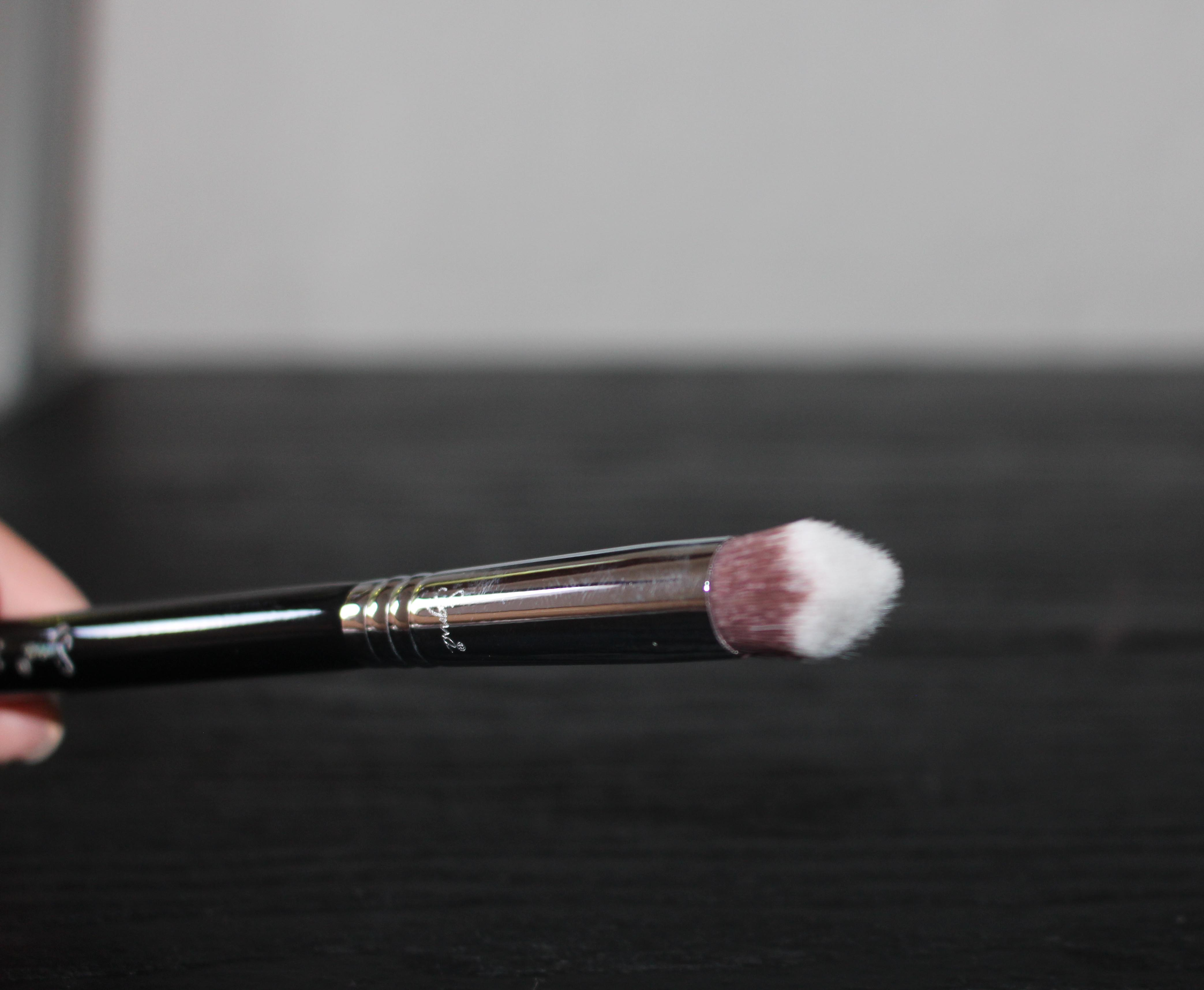 The 3DHD™ Precision brush has the small wedge, ridge which can be seen here.