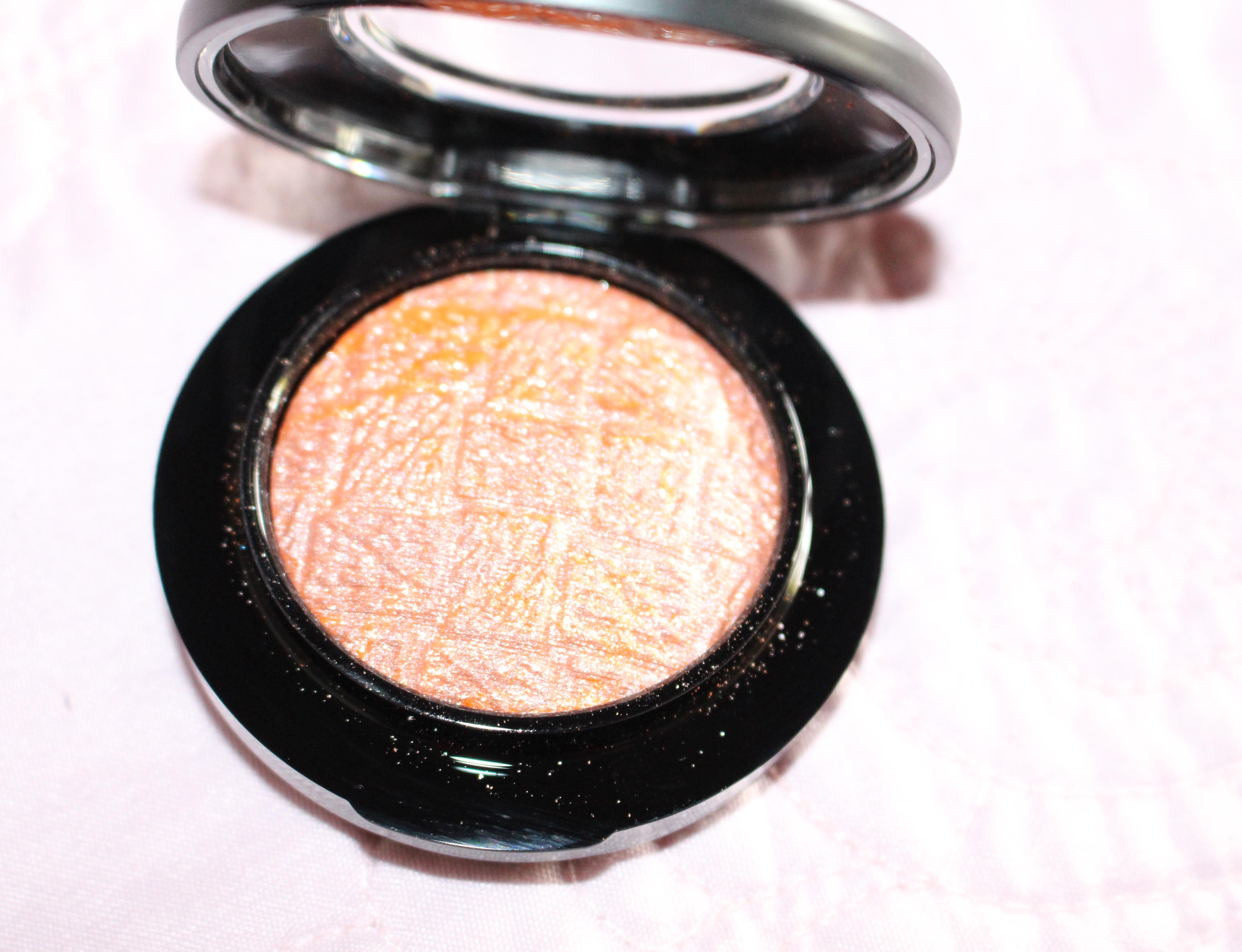 The tweed design is the nicest touch about this blush, which is pretty lame.